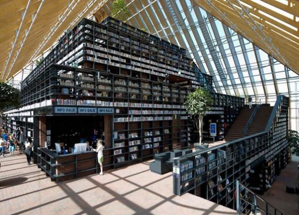 Bibliotheek berg van boeken eyespired - Moderne bibliotheek ...