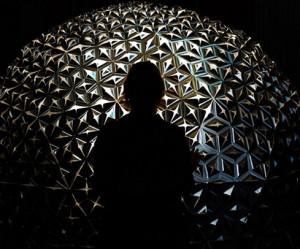 interactieve-installatie-lotus-dome-studio-roosegaarde