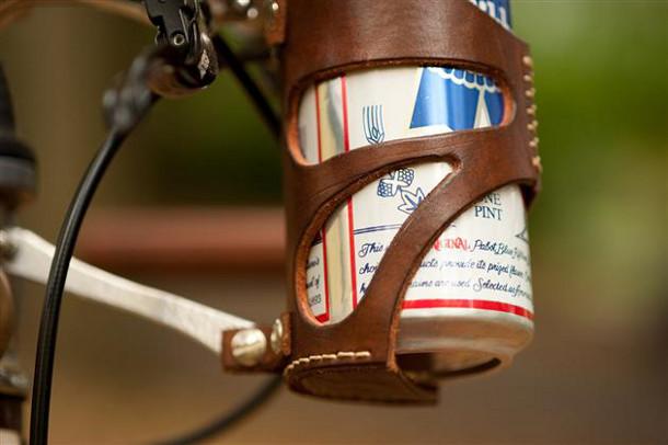 leren-bierhouder-fiets