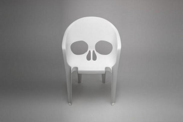 plastic-wit-schedel-design-stoel