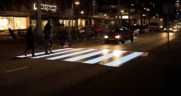 Lichtgevend zebrapad in Amsterdam