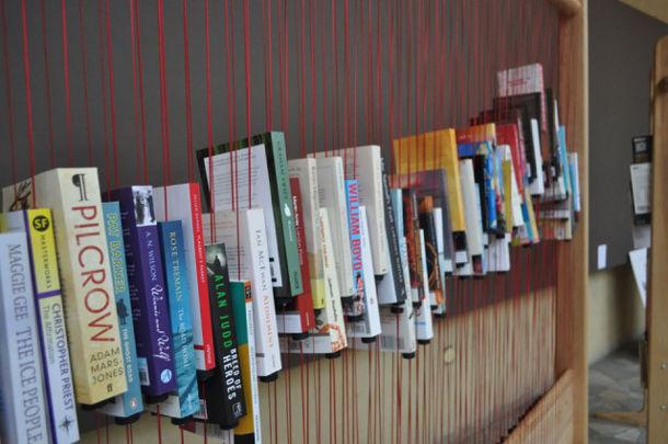 Boekenplank Met Boeken.Hang Je Boeken Op Eyespired
