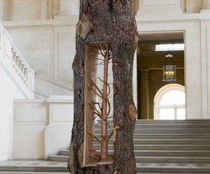 Houten sculptuur van Giuseppe Penone