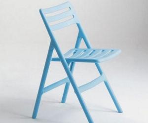 blauwe-klapstoel-van-magis