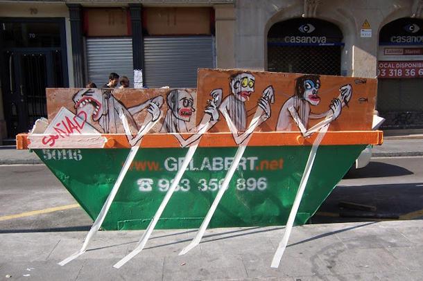 Street art van Vuilniszakken door Francisco de Pajaro