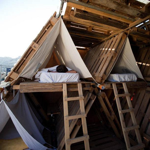 Overnachten in een steiger gemaakt van pallets eyespired - Wekelijkse hout ...