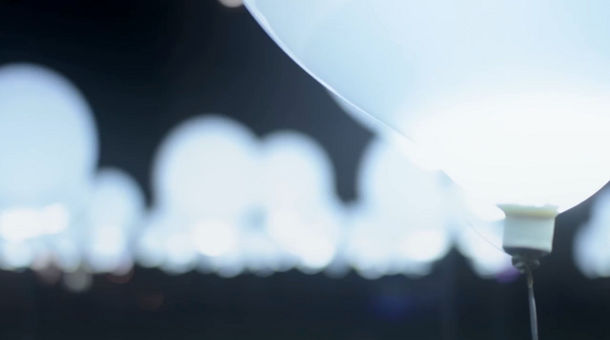 Ballonnen Met Licht : Lichtinstallatie van 256 ballonnen eyespired