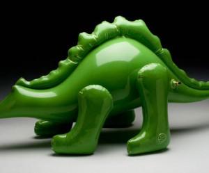 Opblaasbare dino van Keramiek van Brett Kern