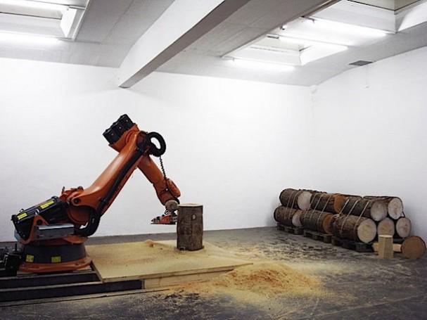 Design Meubels Houten : Robot met kettingzaag maakt design meubelen eyespired