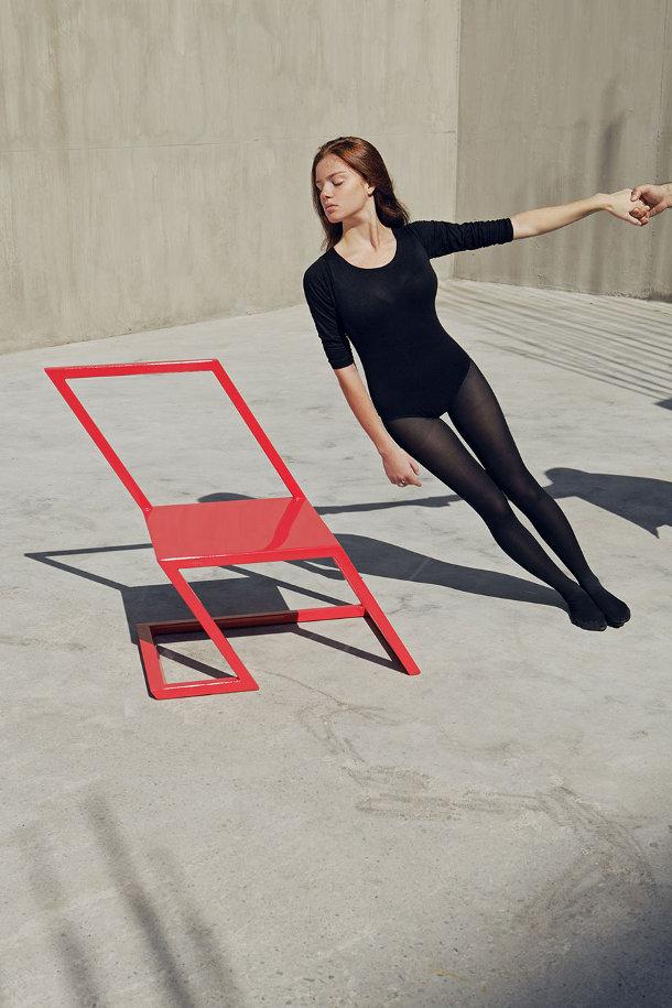Meubels met een hoek van 60 graden - EYEspired Rietveld Red And Blue Chair