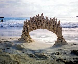 Abstracte zandsculpturen