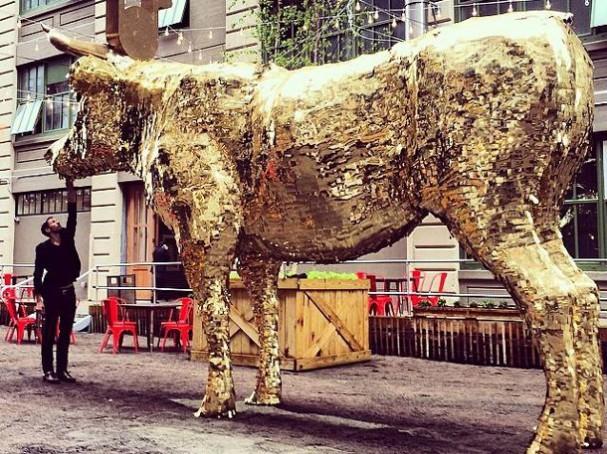 cash-cow-pinata-sebastian-errazuriz