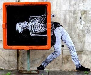 Street art in Parijs van Levalet
