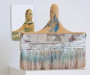 penselen-vrouwen-sculpturen