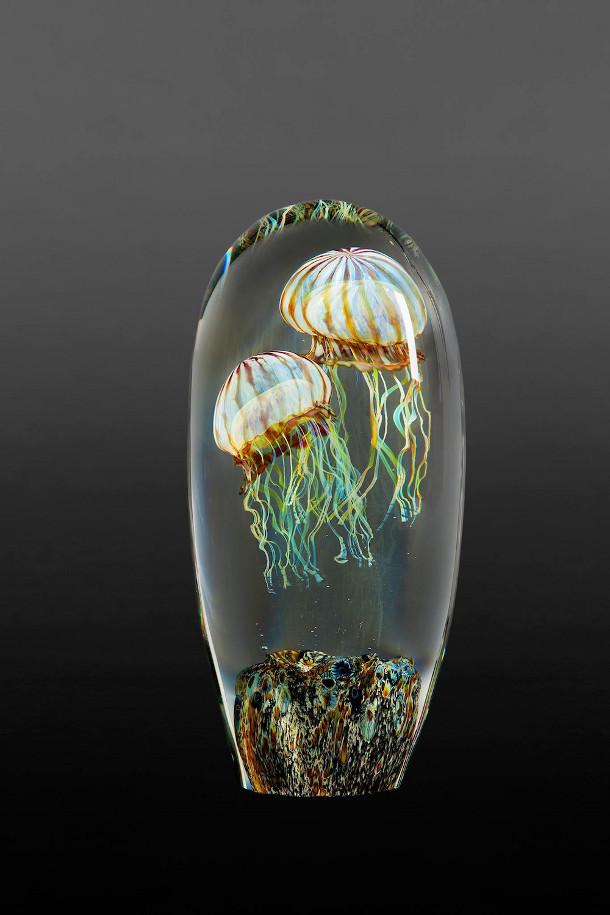 Kwal In Glas.Lichtgevende Zwevende Glazen Kwallen Eyespired