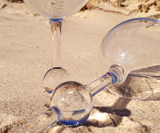 drijvende-wijnglazen-beach-glass-5