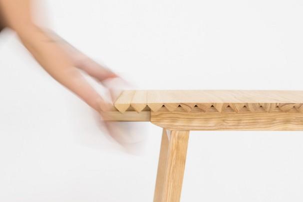 houten-uitschuifbare-design-tafel