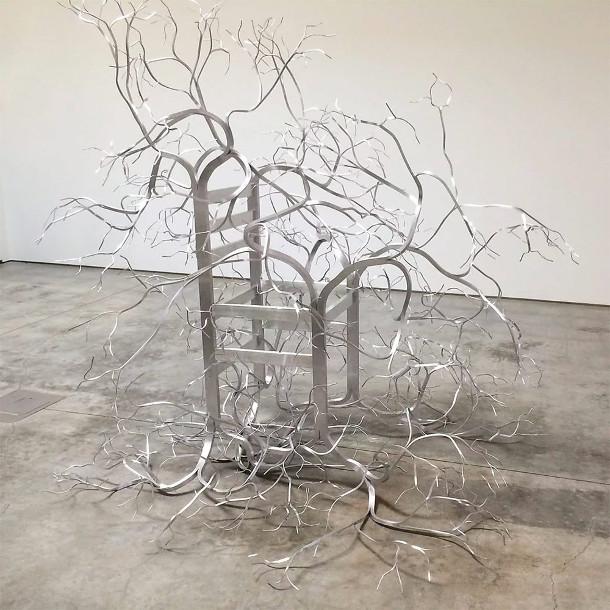 beeldhouwen-houten-stoelen-4