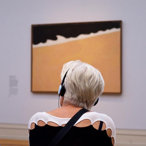museumbezoekers-kunstwerk-2