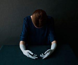 mysterieuze-portretten-jonge-vrouwen
