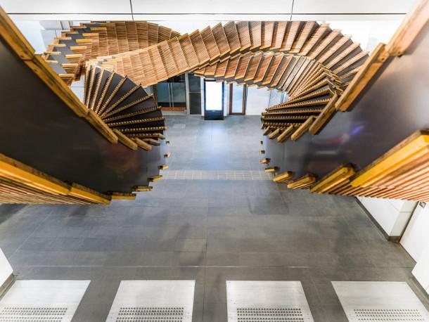 sculptuur-houten-roltrappen-7