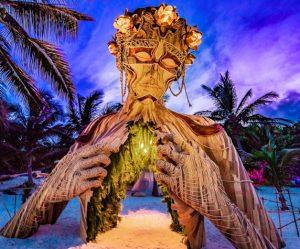 houten-sculptuur-strand