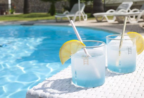 drinkglas-zwembad