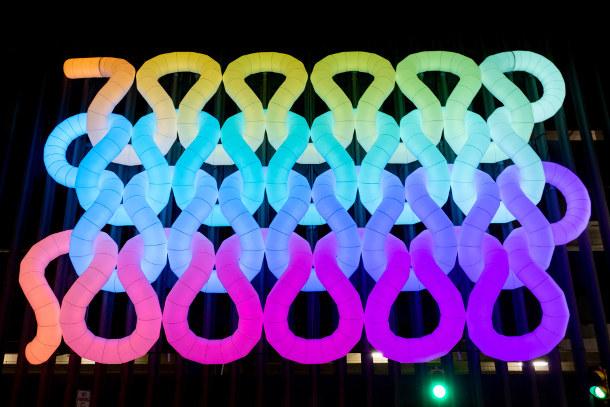 kleur-opblaasbare-installatie