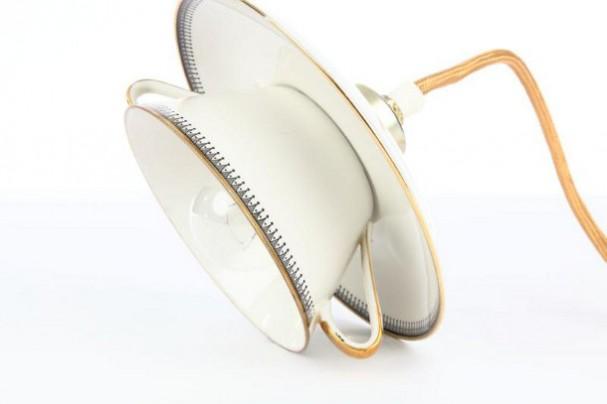 Lamp van oude servies kopjes