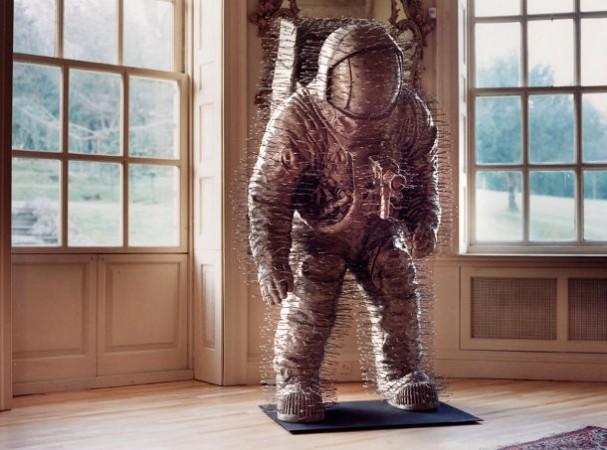 David Mach - sculpturen van klerenhangers