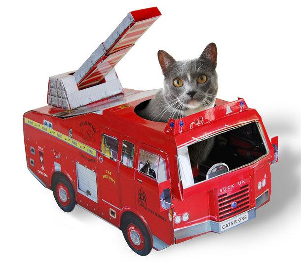 Brandweer auto als kattenhuisje