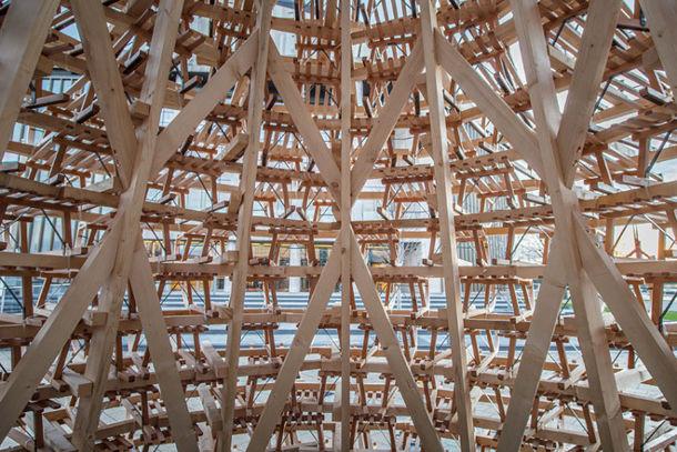 Kerstboom van 365 houten sledes
