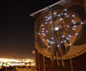 Street artist Faith47 in Kaapstad
