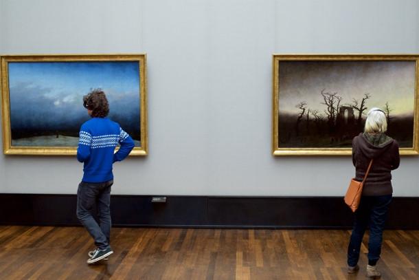 museumbezoekers-kunstwerk-3