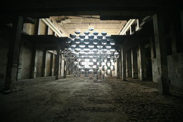 installatie-abstracte-weerspiegelingen