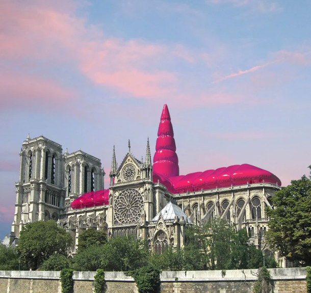 Opblaasbare-Notre-Dame-2